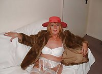 HOT GRANNY LYNDSEY RED HAT NO KNICKERS - PART ONE