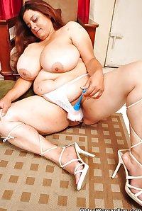 44 year old BBW milf Rosaly from OlderWomanFun